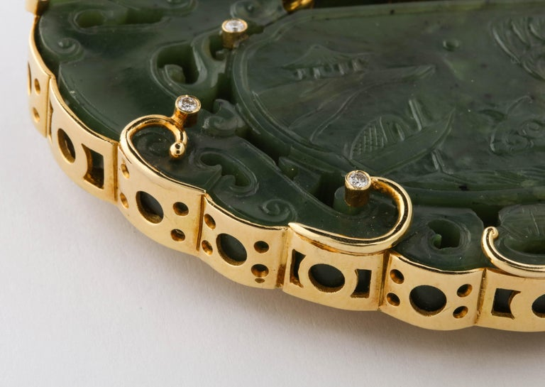 Oversize Nephrite Jade Clip Şet in 18 Karat Yellow Gold In Excellent Condition For Sale In New York, NY