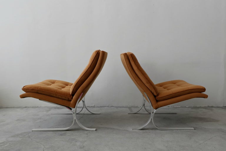 Oversized Pair of Midcentury Chrome Cantilever Slipper Chairs In Good Condition In Las Vegas, NV