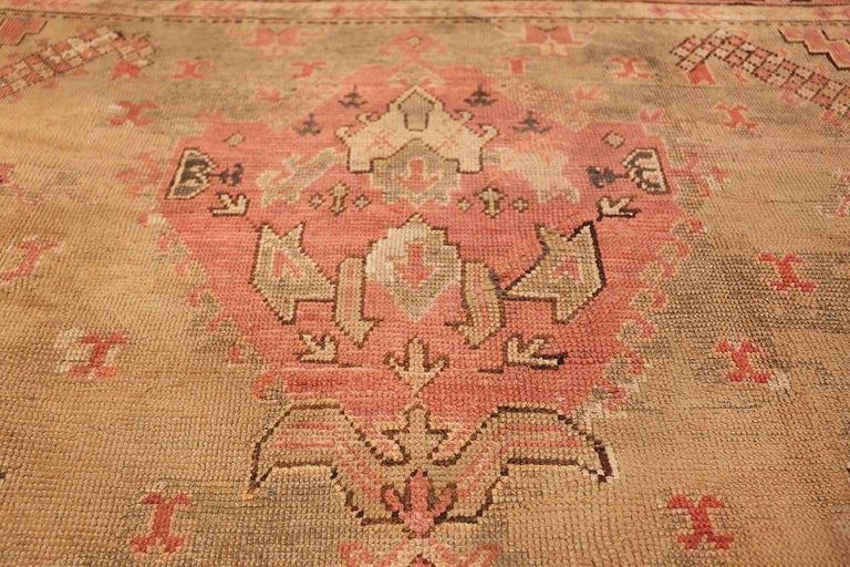 Oversized Tribal Antique Turkish Oushak Rug. Size: 16 ft 3 in x 24 ft 7 in  In Good Condition For Sale In New York, NY