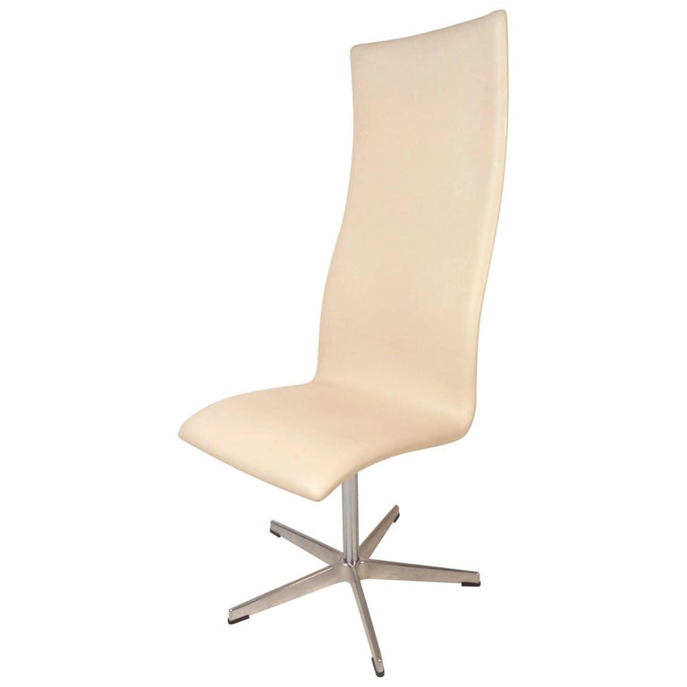 Oxford High Back Swivel Lounge Chair by Fritz Hansen For Sale