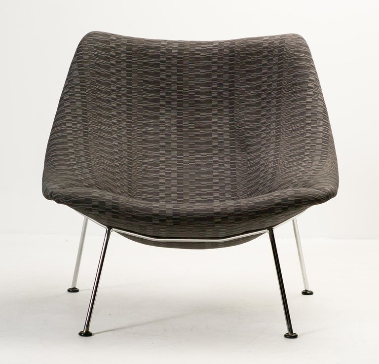 Mid-Century Modern Oyster Lounge Chair F157 by Pierre Paulin for Artifort