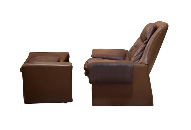 Vintage P60 Armchair and Footstool is a sophisticated piece of design furniture realized in the 1960s by Vittorio Introini (b.1935).  Created for Saporiti, made in Italy.  Wood and brown leather.  Very good conditions.   This model P60