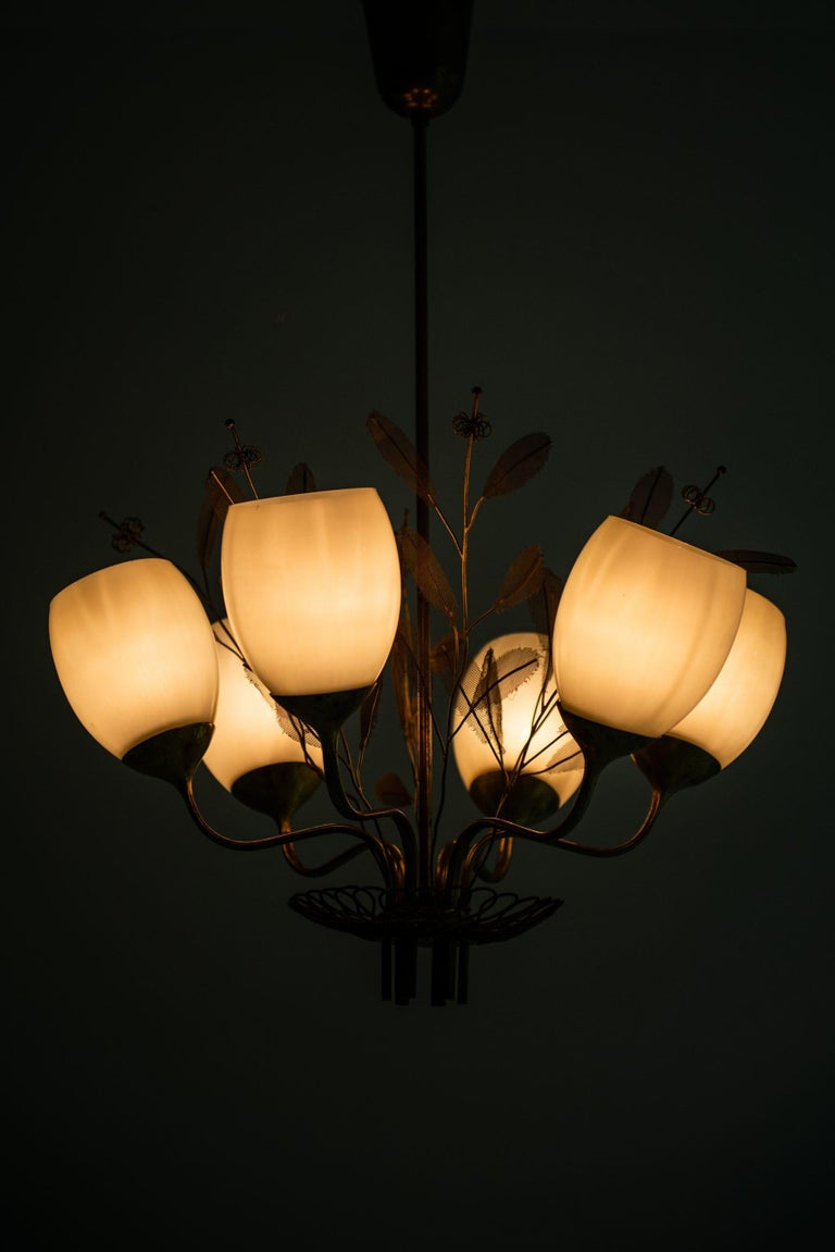 Paavo Tynell Ceiling Lamp Model 9020/6 Produced by Taito Oy in Finland For Sale 4