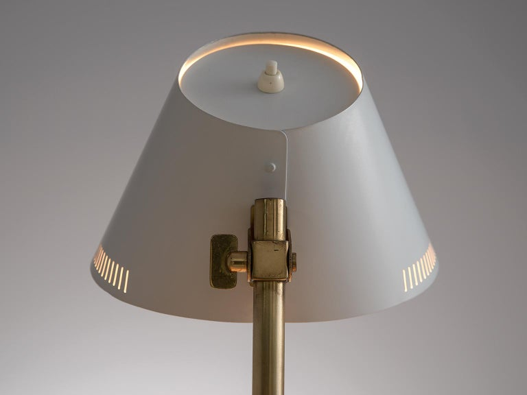 Paavo Tynell Desk Light in Brass and White Metal In Good Condition For Sale In Waalwijk, NL