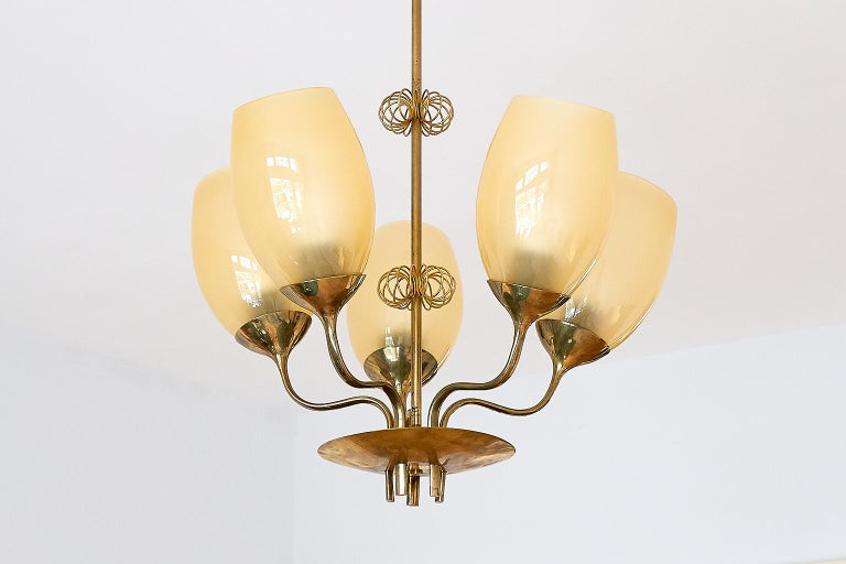 Paavo Tynell Five Arm Brass Chandelier Designed for Kuopio Hospital, Taito, 1949 In Good Condition For Sale In The Hague, NL