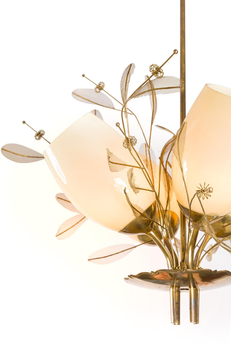 Finnish Paavo Tynell Model 9029/4 Brass & Glass Floral Chandelier for Taito Oy, Finland For Sale