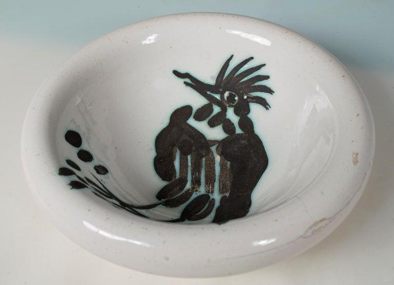 'Bird with tuft (Oiseau à Ia huppe)' Madoura ceramic bowl, Edition Picasso - Cubist Print by Pablo Picasso