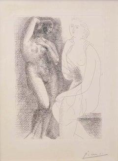 Femme Nue Devant Une Statue