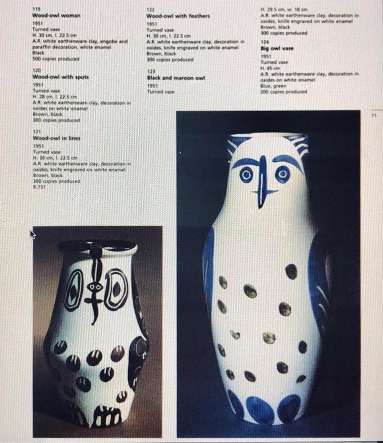 Black and maroon owl. 1951 turned vase. Ceramic For Sale 3