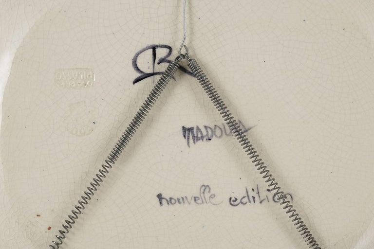 Colombe sur lit de paille, Pablo Picasso, Plate, Multiples, Earthenware, Ceramic For Sale 1