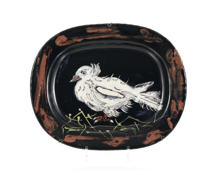 Colombe sur lit de paille, Pablo Picasso, Plate, Multiples, Earthenware, Ceramic - Sculpture by Pablo Picasso