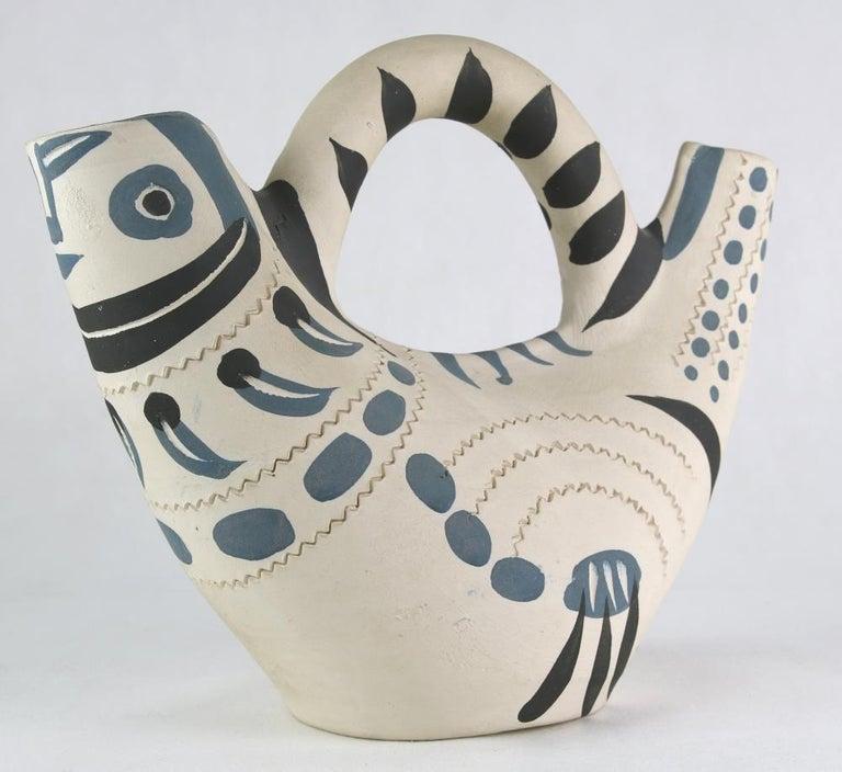 Henkelgefäß Taube - Sculpture by Pablo Picasso