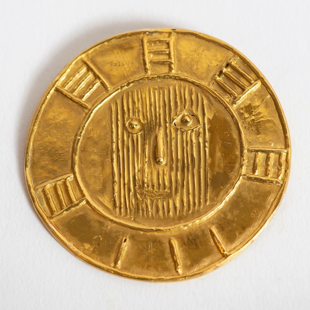 Medaillon Visage au carton ondule, Pablo Picasso, carat gold, jewelry, 1950's