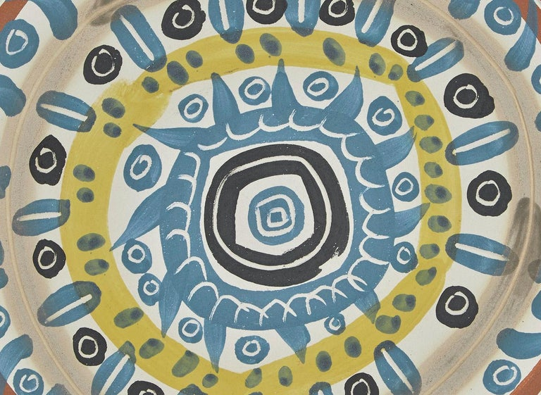 Motif Spirale, Pablo Picasso, Plate, Ceramic, Sculpture, Design, 1950's, French  Motif spirale Ed. 500 pcs 1957 White earthenware clay, decoration in engobes, knife engraved, glazed underside D. 24.1 cm Stamped and inscribed on the back : Edition