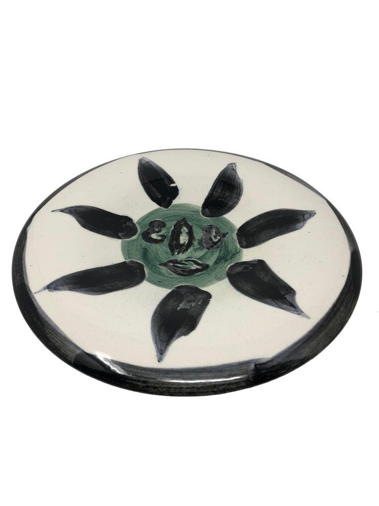 Pablo Picasso Madoura Ceramic Plate - Visage no. 127 , Ramié 478 - Abstract Impressionist Sculpture by Pablo Picasso