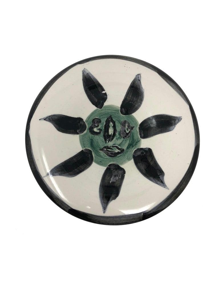 Pablo Picasso Madoura Ceramic Plate - Visage no. 127 , Ramié 478 - Sculpture by Pablo Picasso