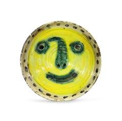 Visage sur fond jaune. Au verso quatre études de visage