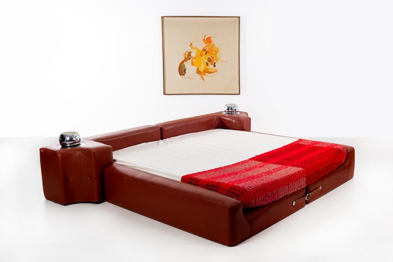 Mid-Century Modern Pace Collection King Size Bed For Sale