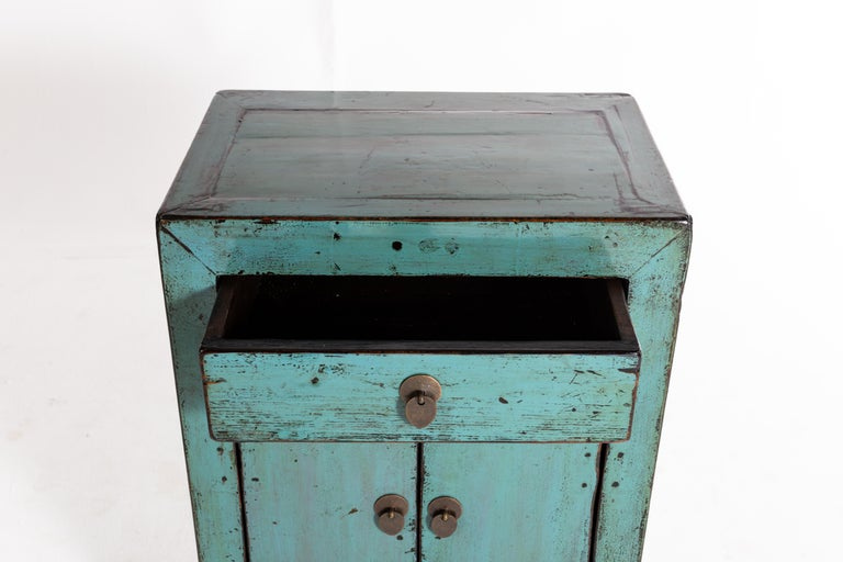 Painted Chinese Cabinet with a Drawer and Pair of Doors In Good Condition For Sale In Chicago, IL