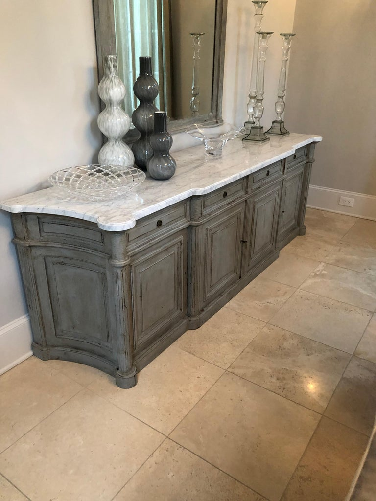 Painted Louis XVI-Style Walnut Enfilade with Shaped White Marble Top For Sale 6