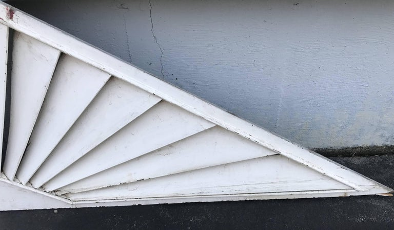 Painted Wooden Louvered Triangle Architectural Transom or Door Fan In Good Condition For Sale In Milford, NH