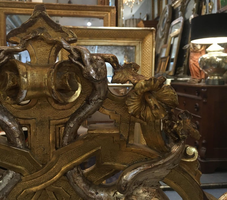 Early 19th Century Pair of 1820-1830 Carved Italian Gilt Dragon Settees For Sale