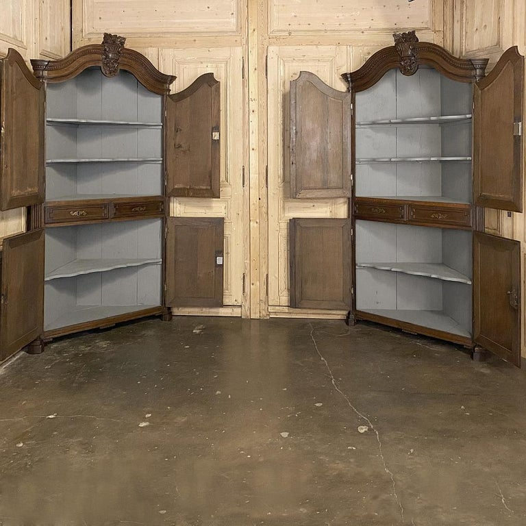Pair of 18th Century French Louis XVI Corner Cabinets In Good Condition For Sale In Dallas, TX