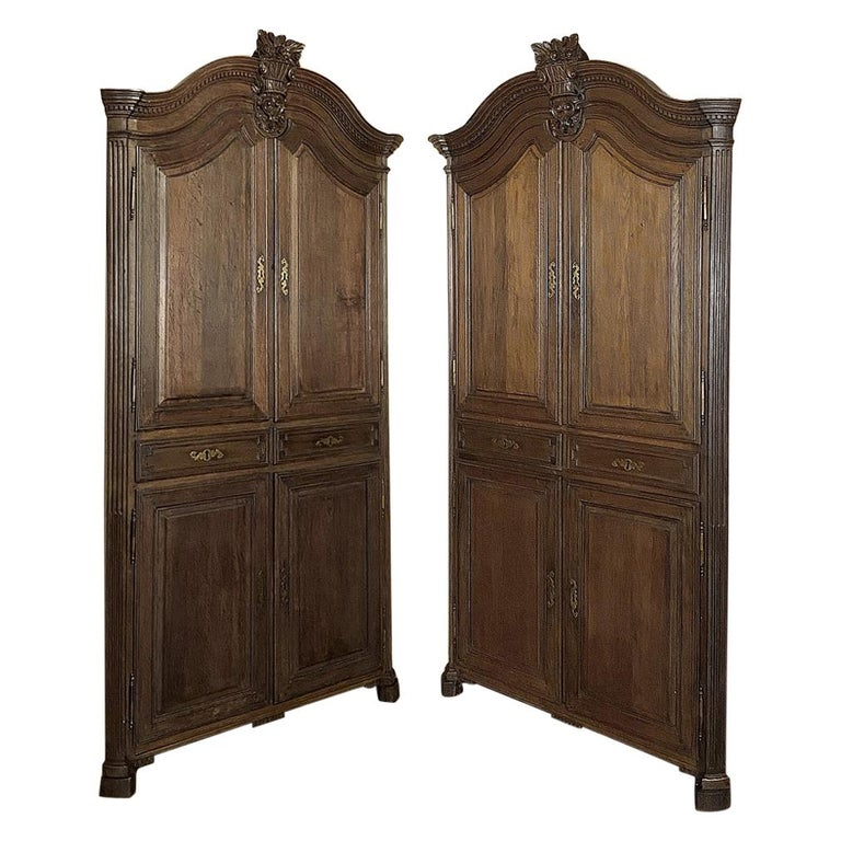 Pair of 18th Century French Louis XVI Corner Cabinets For Sale
