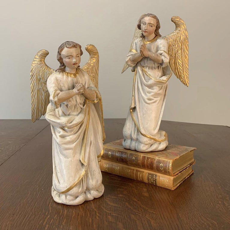 Pair of 18th Century Hand Carved and Painted Italian Angels For Sale 2