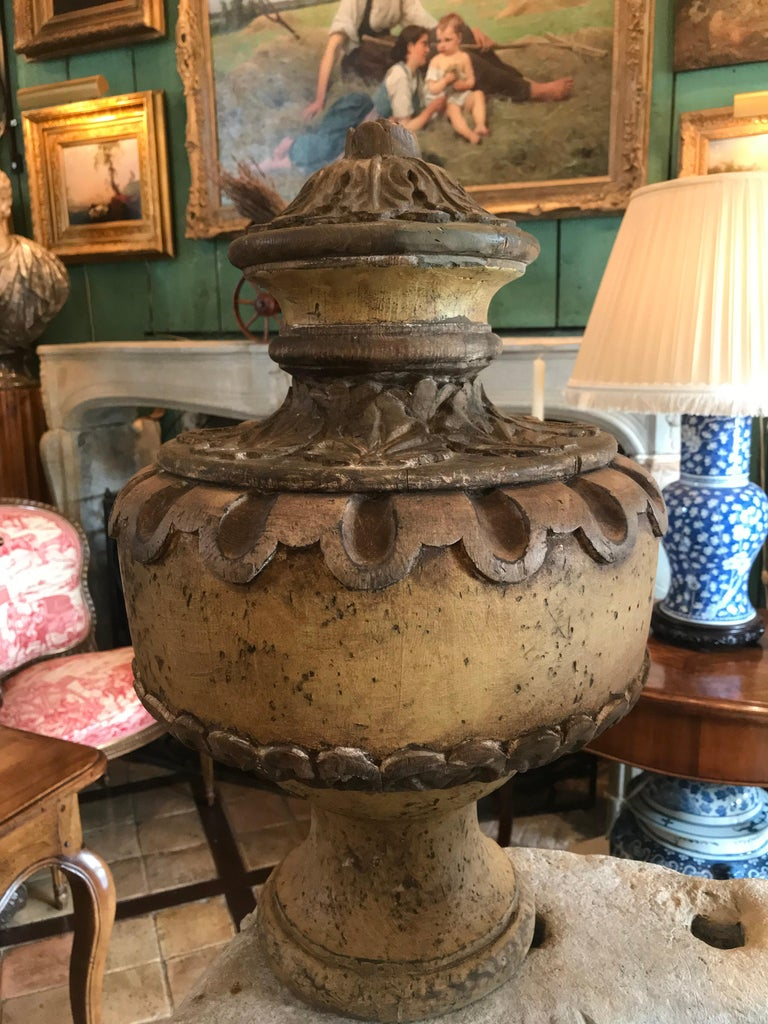 Pair of 18th Century Italian Baroque Style Decorated Wood Urn Finials In Good Condition For Sale In West Hollywood, CA