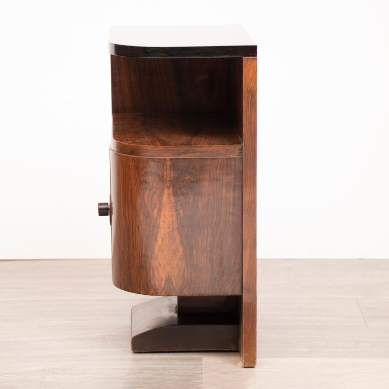 Pair of 1930s Art Deco Walnut Tables Nightstands with Black Lacquered Tops In Good Condition In London, GB