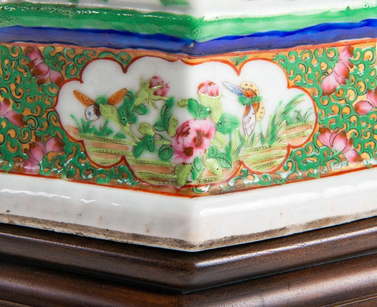 Pair of 19th Century Chinese Cantonese / Rose Medallion Vases For Sale 4