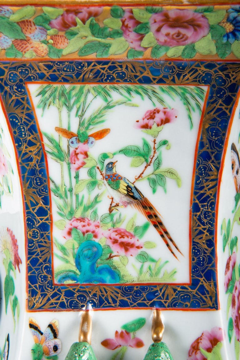 Hand-Painted Pair of 19th Century Chinese Cantonese / Rose Medallion Vases For Sale