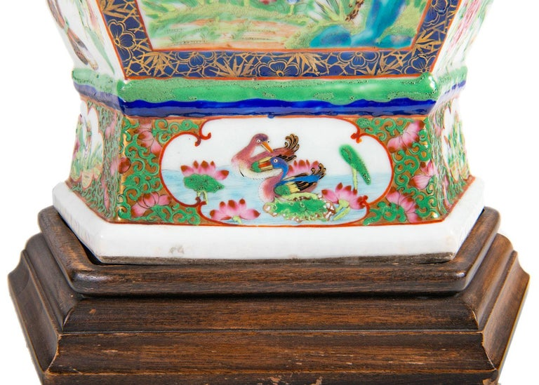 Pair of 19th Century Chinese Cantonese / Rose Medallion Vases For Sale 3