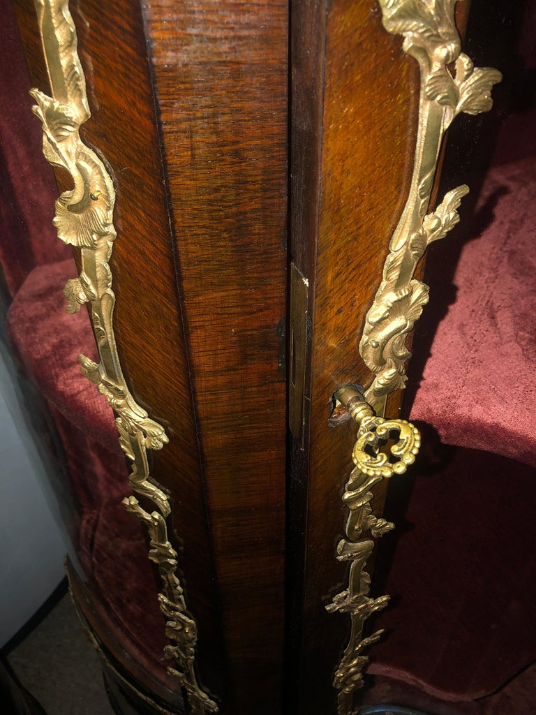 19th Century French Bronze Mounted Inlaid Vitrines Curio Cabinets, Pair 4