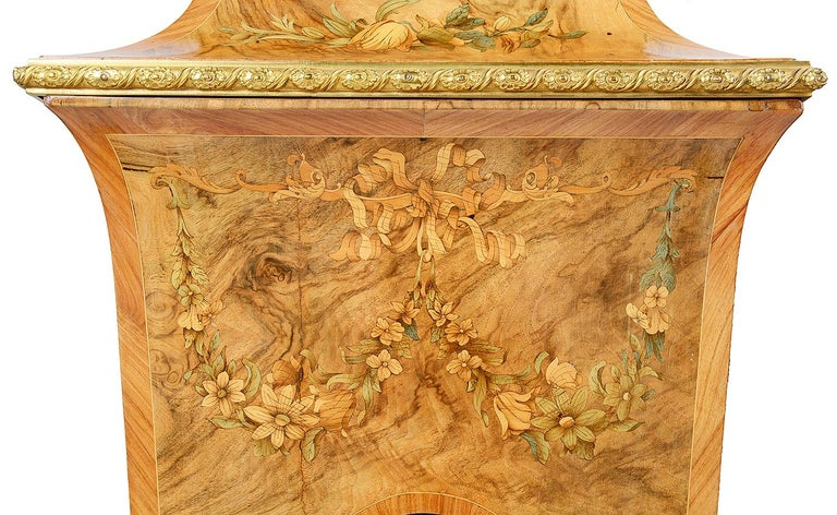 Pair of 19th Century Marquetry Pedestals In Good Condition For Sale In Brighton, Sussex