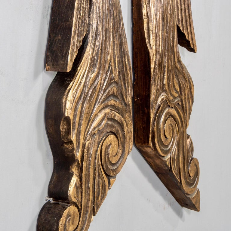 Hand-Carved Pair of 19th Century Scottish Chip Carved Angels with Gilt Detail For Sale