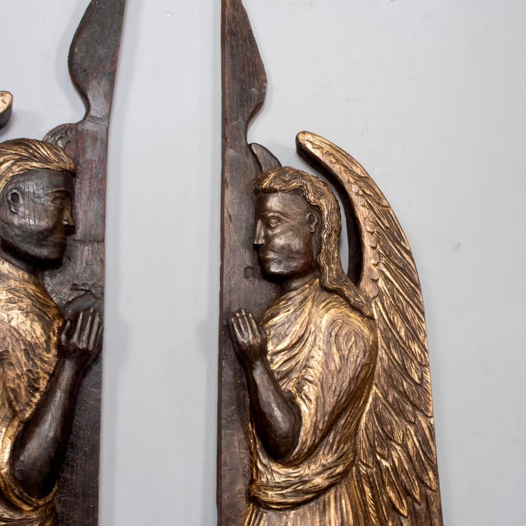 Wood Pair of 19th Century Scottish Chip Carved Angels with Gilt Detail For Sale