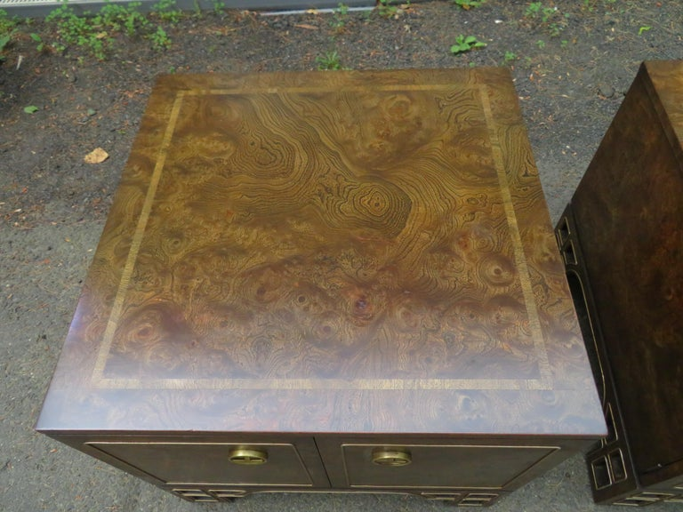 Pair Amboyna Burl Brass Mastercraft Asian End/Night Stands Mid-Century Modern In Good Condition For Sale In Pemberton, NJ