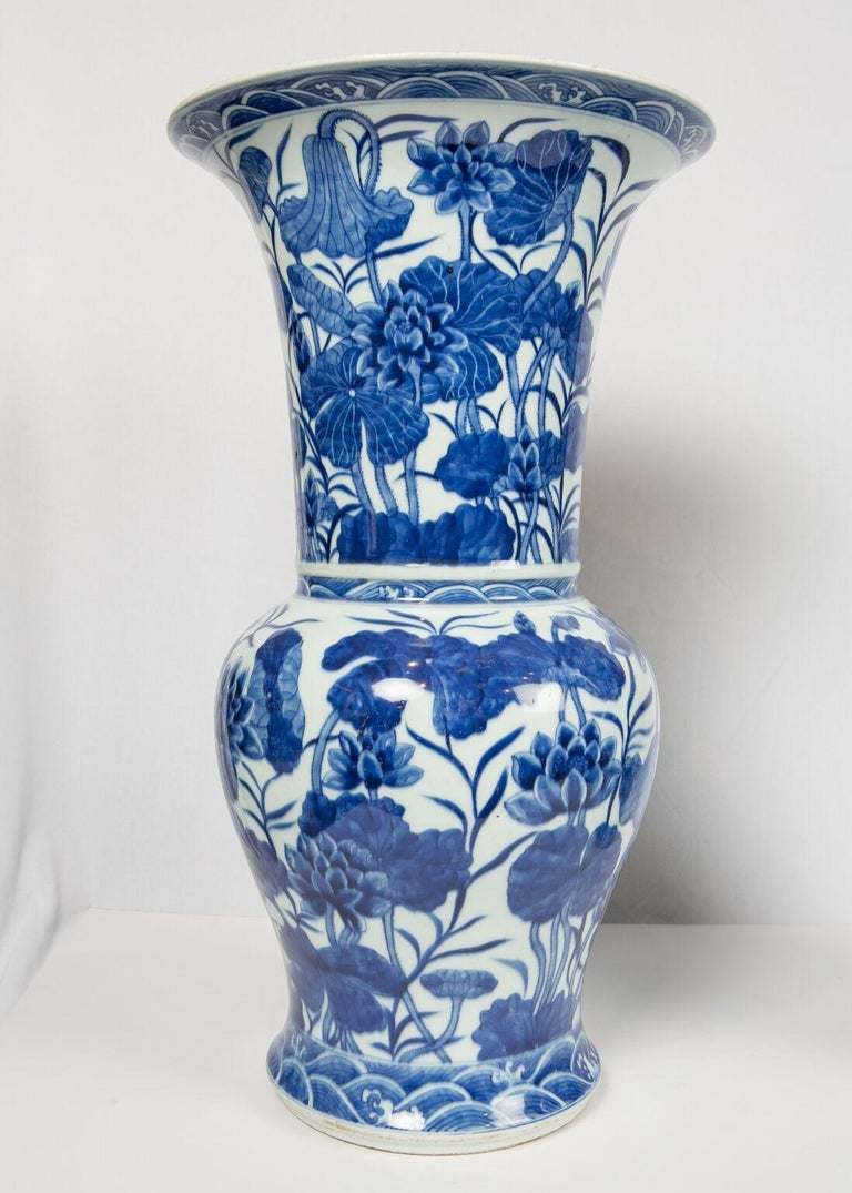 Pair of Antique Chinese Blue and White Porcelain Vases Qing Dynasty 19th Century For Sale 1
