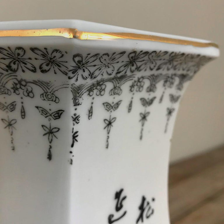 Pair of Antique Hand Painted Chinese Vases For Sale 5