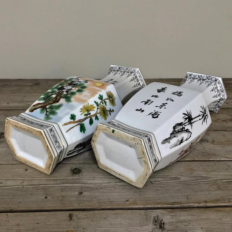 Pair of Antique Hand Painted Chinese Vases For Sale 6