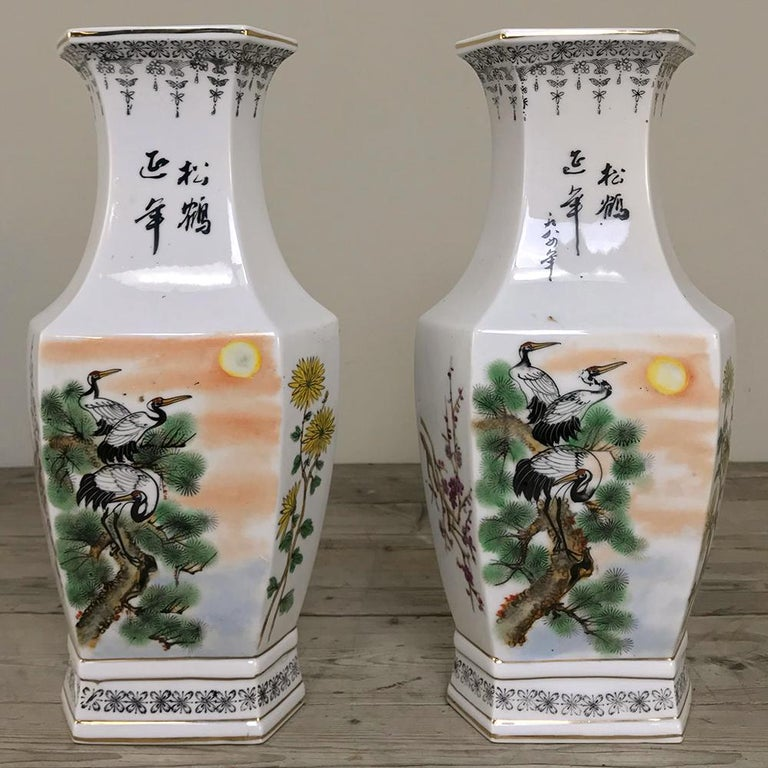 Pair of Antique Hand Painted Chinese Vases For Sale 1