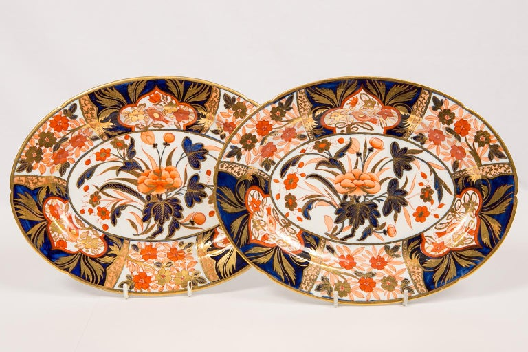 Regency Pair Antique Imari Inspired Porcelain Dishes Hand-Painted by Coalport For Sale