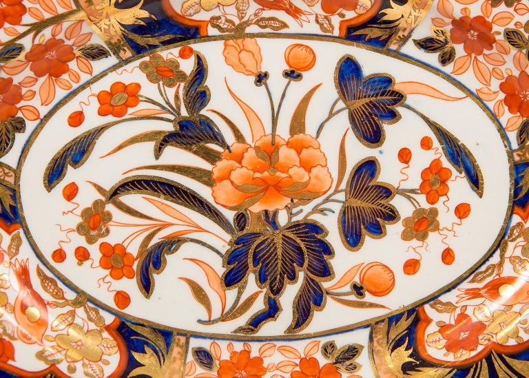 Pair Antique Imari Inspired Porcelain Dishes Hand-Painted by Coalport In Excellent Condition For Sale In New York, NY
