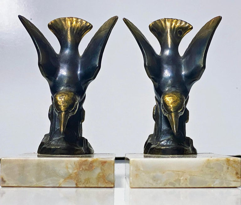 Pair of Art Deco Bronze Kingfisher Bookends, France, circa 1930 In Good Condition For Sale In Toronto, Ontario