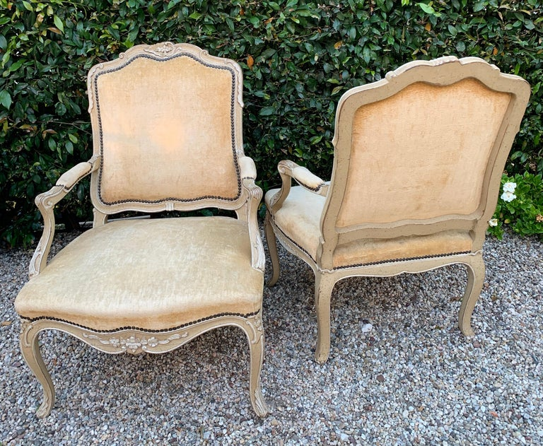 Pair of Bergere Fauteuil Chairs in the Style of Louis XV In Good Condition For Sale In Los Angeles, CA