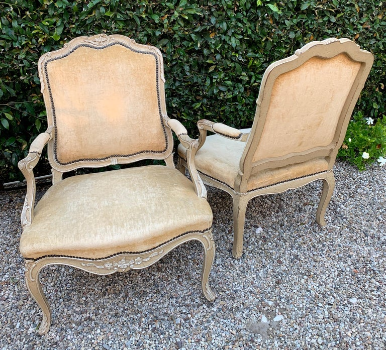 20th Century Pair of Bergere Fauteuil Chairs in the Style of Louis XV For Sale