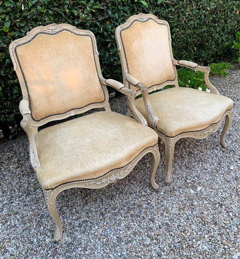 Pair of Bergere Fauteuil Chairs in the Style of Louis XV For Sale 1