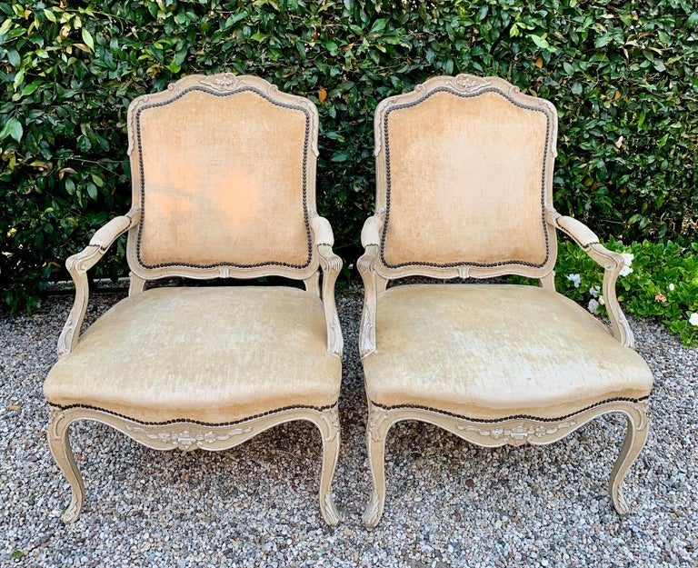 Pair of Bergere Fauteuil Chairs in the Style of Louis XV For Sale 3